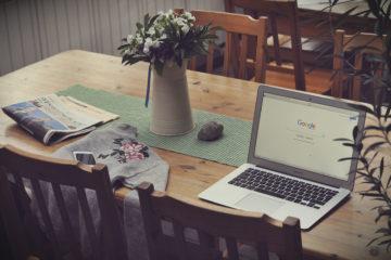 La page Google est ouverte sur un ordinateur portable